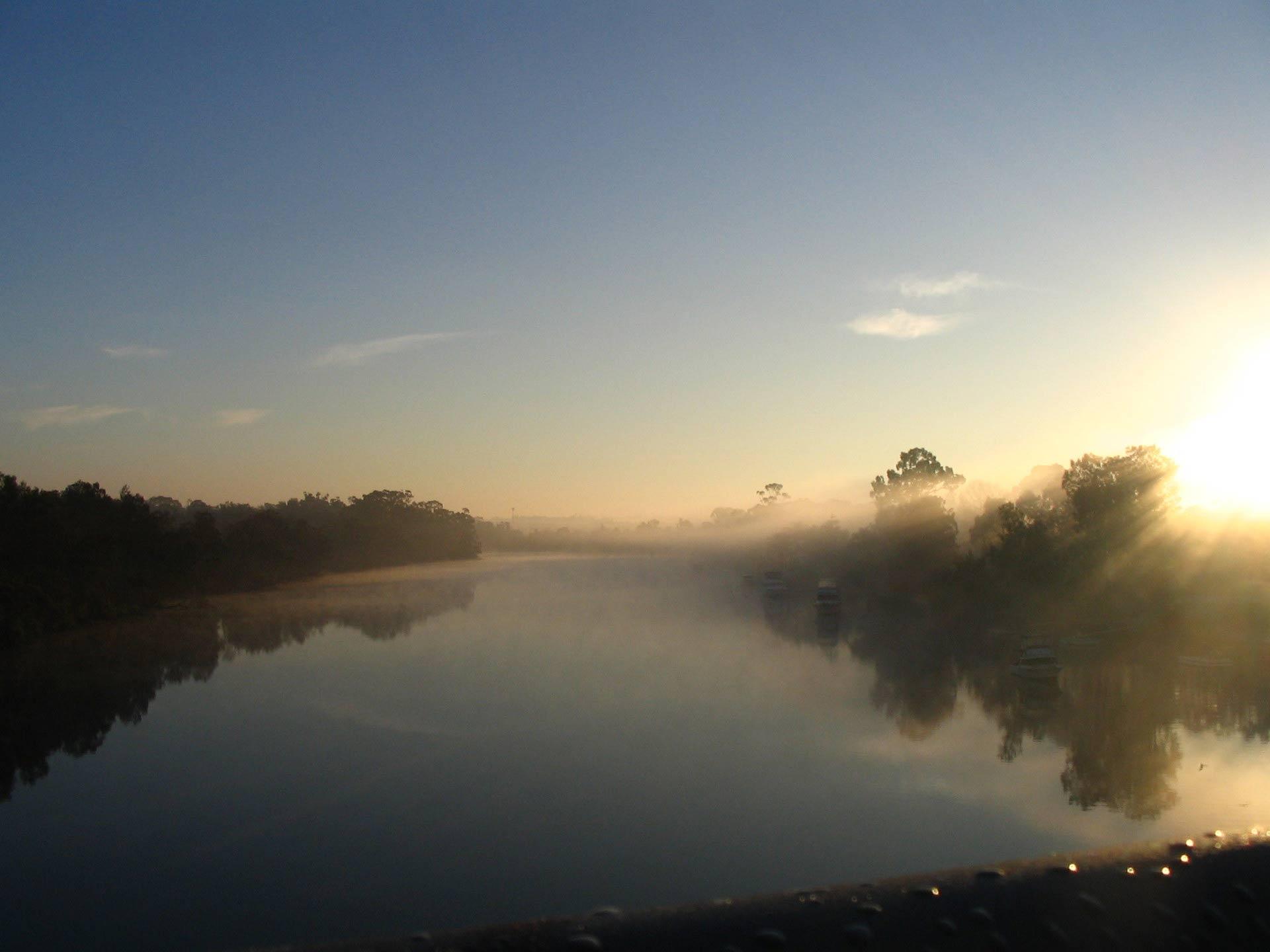 view-from-footbridge-1227832-1920x1440